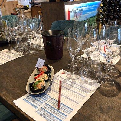 Wijnproeverij in combinatie met amuse-hapjes van Amelander producten
