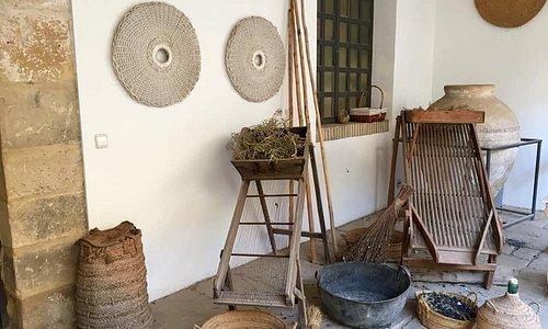 PATIO.Utensilios de la recolección usados en la antiguedad