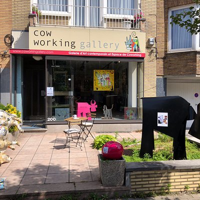 Dans un quartier calme de Bruxelles, un espace dédié à l'art contemporain, et une espace de coworking.