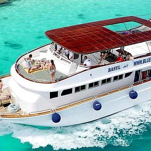 Our stunning vessel BASYL, designed by divers with your comfort in mind.