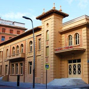 Fachada del edificio Nuevo Cinema, actual Oficina de Turismo de la ciudad Arnedo.