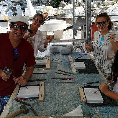 Sculpting class in Carrara