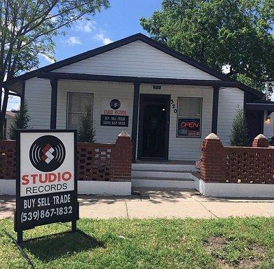 Studio Records Tulsa, Oklahoma - vinyl record store, new & used vinyl LP's, turntables,and accessories