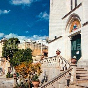 La facciata principale con scalinata ....