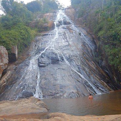 Vista frontal da cachoeira.