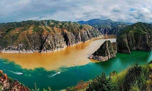 Yinchuan Private Day Tour to Qingtongxia Yellow River Canyon and 108 Dagobas