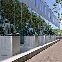Statue of Cornelis van Bijnkershoek
