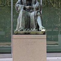 Statue of Hugo de Groot