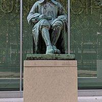 Statue of Simon van Leeuwen