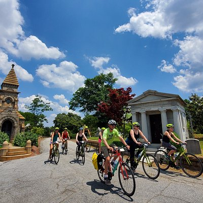 Guests will explore Historic Oakland Cemetery on our Fall in Love With Atlanta Tour.