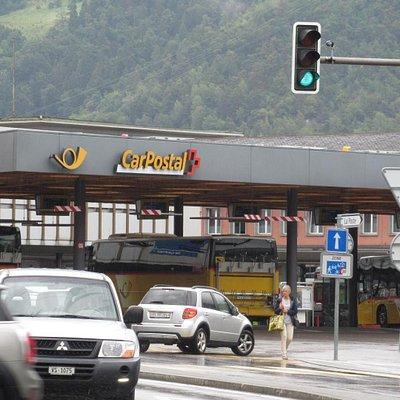 Place de la Gare à Sion (terminus et départs des cars postaux pour de nombreuses vallées)