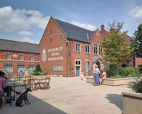 The Museum of Royal Worcester is set in a lovely plaza on Severn Street.