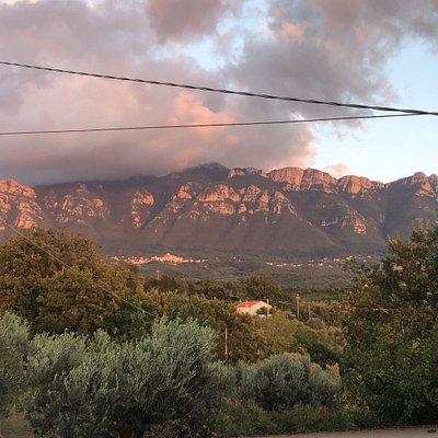 Panorama da Serre. Verso gli alburni e verso la piana del Sele
