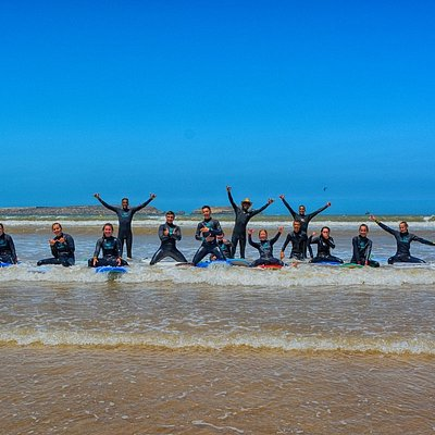 great surf surfing lesson in Essaouira beach, one of the best surf spots to learn surfing.