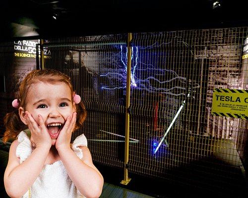 Spettacolo di fulmini con la bobina di Tesla!