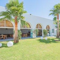 Exteriores y jardín del Restaurante