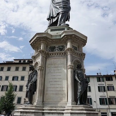 The statue from the side