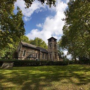 St. Pancras Old Church Merita una visita questa piccola chiesa immersa in un bellissimo parchetto .