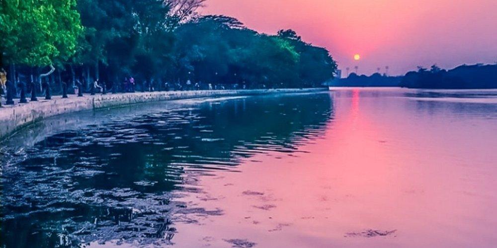 """Aesthetic sunset view from the Rabindra Sorobor, Kolkata."" #kolkata #sunset #trip #travel #india #visitingsite #beautiful"