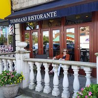 The nice entrance to Tomasso's prepares you for friendly greetings and very good cuisine, for a quiet lunch or a wonderful dinner