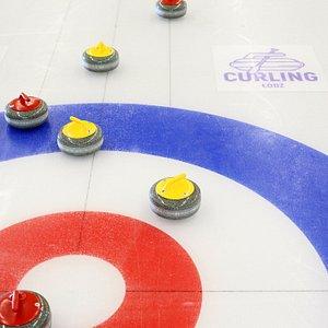 Curling Łódź to jedyne w Polsce lodowisko stworzone specjalnie na potrzeby uprawiania zimowej dyscypliny olimpijskiej - curlingu.