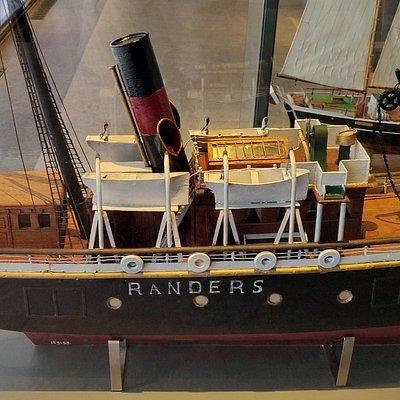 A model of the old steamship Niels Brock.