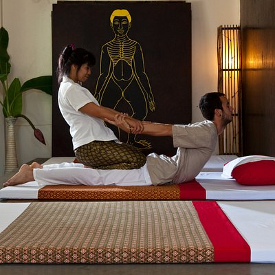 Traditional Thai massage course.  we offer   1 Day course experience.    5 Days course.  150 Hrs intensive professional course