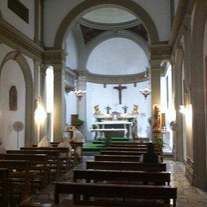 l'interno della piccola chiesa