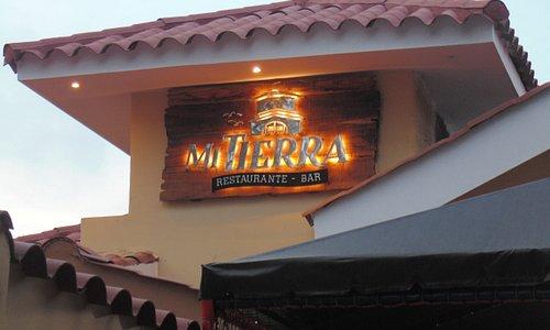 Mi Tierra Restaurante Bar, es un local de tradición, sabores locales, excelente comida y la mejor ubica{on en Barranquilla