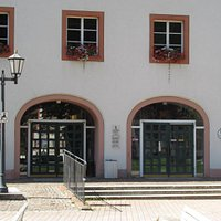 """Kreismuseum St.Blasien dans le même bâtiment que Tourist-Info (vue extérieure """"Haus des Gastes"""")"""