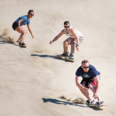 Sandboarding with friends is always an extra good experience!