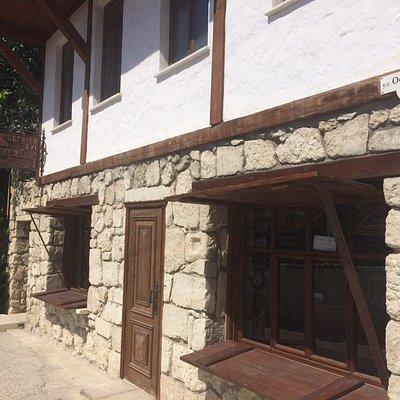 Прекрасное место! Отличные хозяева. Очень красивые изделия, настоящие крымские мастера.