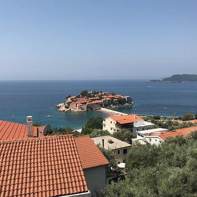 Sveti Stefan, Santo Stefano é un'isola resort. Ombrellone e due lettini 100€.