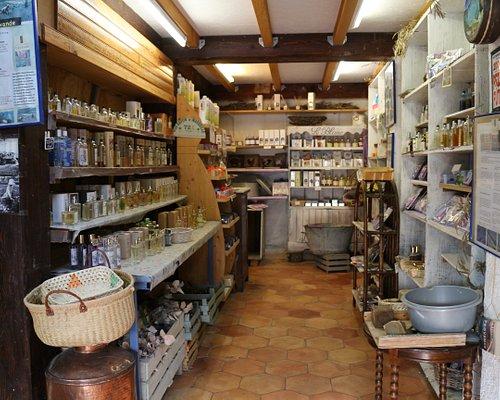 Venez découvrir nos produits naturels, parfums, savons, cosmétiques, beauté et bien être.