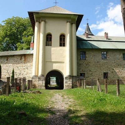 Slatina Monastery - od strony lasu
