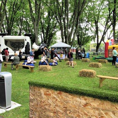 Zone Jeunesse, B.B.Q Fest, lors de l'ouverture du Grand Marché