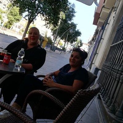 Mujeres guapas de Jerez, asi da ganas de volver a cruzar el charco, desde Lima, saludos muy gratos y recuerdos.