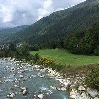 Ponte sul fiume Sarca ella pista ciclabile Val rendena