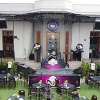 Foto de nuestro jardín donde realizamos shows de música en vivo los viernes, sábados y domingos.