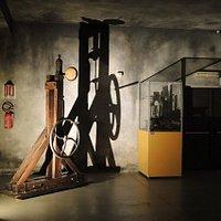 Interno Ecomuseo - Pompa per compressione dei gas voluta da Cruto per tentare di realizzare il diamante artificiale