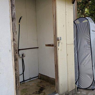 シャワー、更衣テント