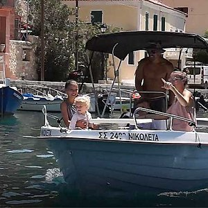 Small Rental Boat 14,5ft. - PAX 5 - 30hp / GPS  4,4 meters long (14,5 feet) and they can carry up to 5 people, including the driver. NO PERMIT REQUIRED