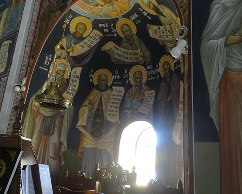 The music stand with wall-paintings depicting Patron Saints of the cantors.