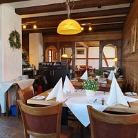 Auch Innen wurde renoviert und mit viel Liebe zum Detail ein gemütlicher und uriger Gastraum geschaffen.