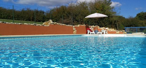 The Moulin Drap site has a large salt-water swimming pool with ample sunbathing terrace.