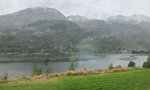 Bergensbanen - Ascending through the hills