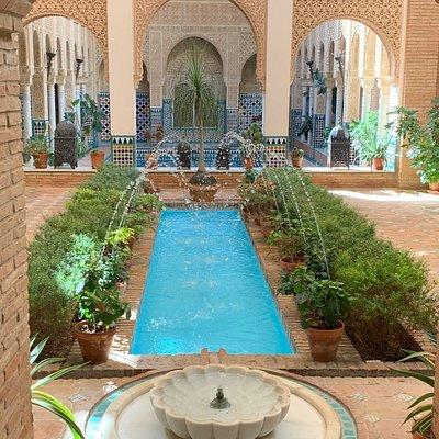 Recreación de estancias y patios de la Alhambra y el Generalife (Granada)