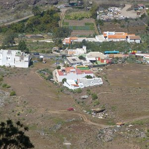 Byen ved Møllen; jeg fortsatte da jeg kunne se at den Blå Bus netop kørte til Puerto de Mogan.