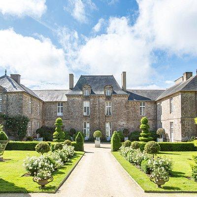 Château de la Ballue : cour d'honneur