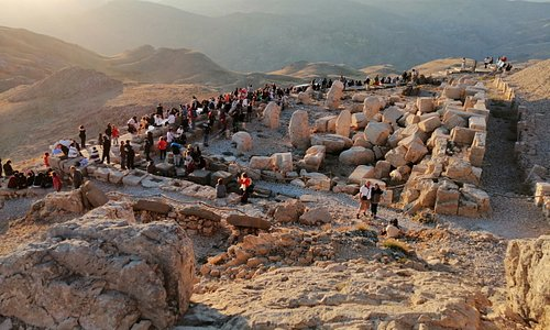 nemrut mountain sunset time with guests